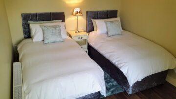 Muckno Lodge 1 bedroom cottage bedroom photos