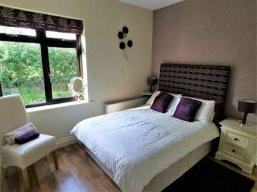 Muckno Lodge Photos - Ensuite Bedroom