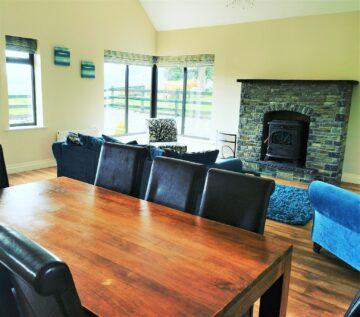 Muckno Lodge Photos - Dining & Living