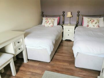 Muckno Lodge Photos - Twin Bedroom
